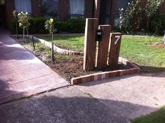 Backyard Fences, Garden Fencing, Backyard Landscaping, Garden Art, Sleepers In Garden, Modern Mailbox, Front Gardens, Modern Backyard, Garden Landscape Design