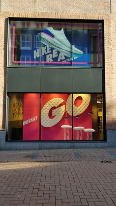 Nike Amsterdam etalage Nike Retail, Door Displays, Shoe Display, Outdoor Store, Retail Interior, Sports Shops, Environmental Graphics, Window Design, Booth Design