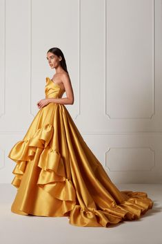 The Hamda Al Fahim Spring/Summer 2019 Collection features vibrant colorful evening gowns and swoon-worthy feminine silhouettes bound to make even Disney princesses super jealous. Fabulous Dresses, Beautiful Gowns, Elegant Dresses, Pretty Dresses, Cute Yellow Dresses, Evening Dresses, Prom Dresses, Formal Dresses, Belle Silhouette