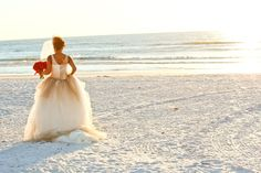 A Glamorous Red and White Beach Wedding in Florida - Munaluchi Bridal Magazine #redbride #redwedding #bridal