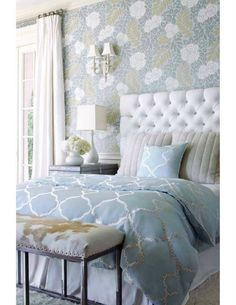 gorgeous bedroom and wallpaper from 4-chairs.com