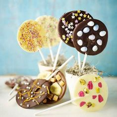 Pick your chocolate, flavouring and topping and let your imagination run wild. Chocolate Lollies, Chocolate Party, Easter Chocolate, Christmas Chocolate, Chocolate Treats, Gluten Free Chocolate, Chocolate Recipes, Cake Pops, Kids Party Treats