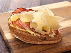 Recette de Tartine au bacon et à l'emmental
