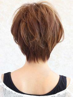 現在人気女優の吉瀬美智子さん。 アラフォー、40代には絶大な人気がありますね。 中でも吉瀬美智子さんの髪型、ショートボブは、 働く女性から、主婦の方まで人気があります。 今回は吉瀬美智子さんのショートボブの髪型の オーダーの仕方、アレンジの仕方を見て行きたいと思います。