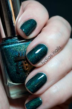 Jewel toned nails is the perfect fall trend!