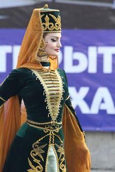 Карачаево-балкарский турчанка(Karaçay-Balkar Türk kadını. ) Мы любим все турки (Bütün Türkleri seviyoruz)