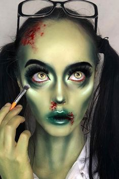 Looking for for ideas for your Halloween make-up? Browse around this website for creepy Halloween makeup looks. Maquillage Halloween Zombie, Halloween Zombie Makeup, Pretty Zombie Makeup, Creepy Makeup, Skræmmende Halloween, Zombie Girl Makeup, Female Joker Makeup, Zombie Makeup Easy, Horror Makeup