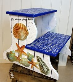 Decor Crafts, Wood Crafts, Diy And Crafts, Home Decor, Painted Furniture, Diy Furniture, Decoupage Wood, Painted Chairs, Step By Step Painting