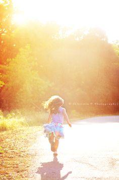 little girl running  Christie-v.com