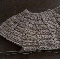 """Me encanta # # # # """"distribution of stitches for baby top down"""", """"This post was discovered by Zey"""", """"Me encanta Baby Knitting Patterns, Knitting For Kids, Knitting Stitches, Hand Knitting, Crochet Baby Cardigan, Knitted Poncho, Knit Crochet, Baby Girl Vest, Baby Baby"""