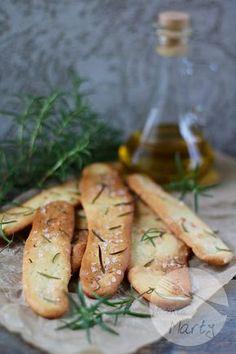 Drożdżowe krakersy z rozmarynem i solą