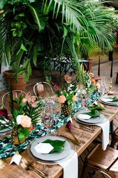 Bold tropical wedding inspiration with fun neon signage Green Wedding Inspiration Chic Wedding, Wedding Styles, Fall Wedding, Rustic Wedding, Wedding Shot, Wedding Music, Green Wedding Decorations, Reception Decorations, Deco Jungle