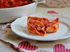 I conchiglioni ripieni al forno sono una deliziosa ricetta per un primo piatto da preparare in anticipo e servire caldo al momento del pasto