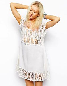 Déjate seducir por estos 11 vestidos en blanco puro