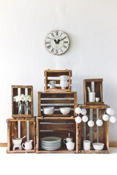 """""""Decoración sostenible con cajas de madera muy mucho """" en Casa Actual Wood Basket, Wooden Crates, Decoration, Wine Rack, Floating Shelves, Sweet Home, Room Decor, Cabinet, Create"""