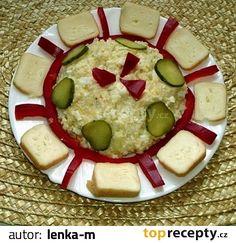 Rozetřený sýr ušleháme s tukem, přidáme utřený česnek se solí, nastrouhané vejce, jemně nakrájenou cibuli, špetku mleté papriky a pepře. Vše...