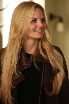 """Emma Swan (red jacket is back) - 4 * 7 """" Snow Queen. """"You can find Emma swan and more on our website.Emma Swan (red jacket is back) - 4 * 7 """" Snow Queen. Emma Swan, Once Upon A Time, Jennifer Morrison Hair, Prince Charmant, Blonde Hair Looks, Laura Vandervoort, Elsa Pataky, Colin O'donoghue, Alicia Vikander"""