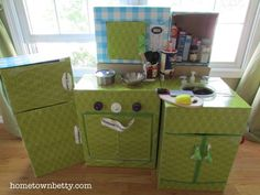 I share my DIY kitchen tutorial. It contains a kitchen sink, microwave, refrigerator, stovetop oven - all made from cardboard and recycled pieces. Cardboard Kitchen, Cardboard Box Crafts, Cardboard Crafts, Cardboard Playhouse, Diy Play Kitchen, Toy Kitchen, Play Kitchens, Kitchen Ideas, Diy Karton