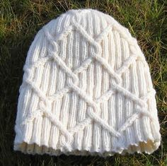 Lumikukka - Celtic style cables for a unisex beanie - pattern by Marja Airaksinen Knitting Stitches, Knitting Patterns Free, Knit Patterns, Hand Knitting, Knit Or Crochet, Crochet Hats, Wooly Hats, Beanie Pattern, How To Purl Knit