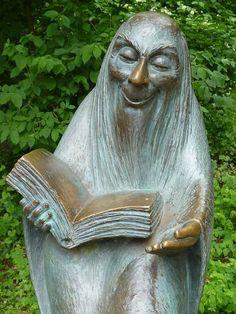 """""""Der lesende Mann"""" Skulpturenpark Köln (Bild: unbekannt)"""