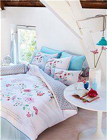 """Bettwäsche """"Embroider Tree"""" Mit der neuen Bettwäsche """"Embroider Tree"""" ist guter Schlaf so gut wie gesichert. Wir bieten Ihnen die bestickte Wendebettwäsche in zwei Größen an. Es ist im Lieferumfang nur ein Kopfkisssen enthalten."""
