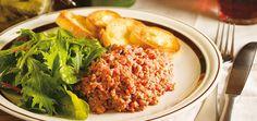 Tartare de boeuf (le meilleur) Recettes | Ricardo: essayé -- délicieux, un peu trop pimenté à mon goût à faire avec de la très bonne viande