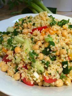 Bulgur salad with chickpeas and fresh herbs - Kruidige bulgur salade met kikkererwten - Francesca kookt ! Veg Recipes, Lunch Recipes, Whole Food Recipes, Salad Recipes, Healthy Recipes, Vegetarian Cooking, Vegetarian Recipes, Healthy Salads, Healthy Eating