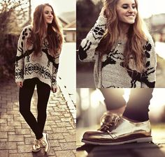 I Any Wear Deer Sweater, C Gold Oxford Style Shoes