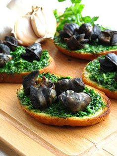 escargot bruscetta #recipes #escargot #snails #eat #food #yummy #home #yourhomemagazine #cook #seasoning #savoury