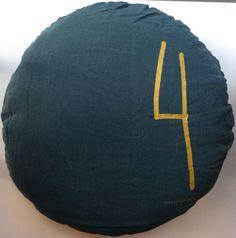pellavapäällysteinen pyöreä tyyny . halkaisija 55cm . 'green day' tumman vihreä . tilapäisesti loppu . @kooPernu