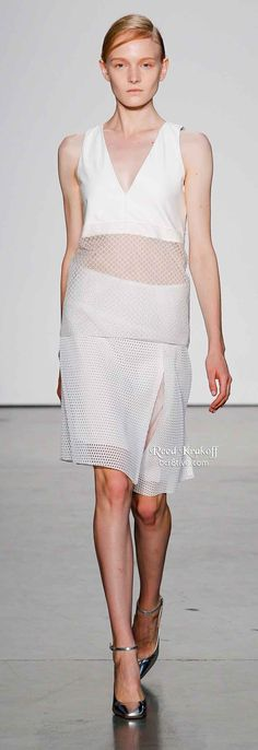 Reed Krakoff Spring 2014 is filled with lightweight layering, asymmetrical hemlines & silky dresses,& pants. Styles are ultra feminine. Diva Fashion, Runway Fashion, Fashion Design, Reed Krakoff, Silky Dress, 2016 Trends, Haute Couture Fashion, White Fashion, Spring 2014
