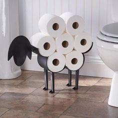 """Findest du deine Toilette auch ein bisschen langweilig? Natürlich willst du nicht, das dein Bad zu voll aussieht denn es wirkt nicht elegant und ist unpraktisch für die Reinigung! Dieser Toilettenpapierhalter ist wirklich eine tolle Ergänzung für deine """"langweilige"""" Toilette. Paper Roll Holders, Toilet Paper Roll Holder, Toilet Paper Storage, Unique Toilet Paper Holder, Bathroom Toilet Paper Holders, Diy Casa, Bathroom Toilets, Bathroom Closet, Bathroom Storage"""