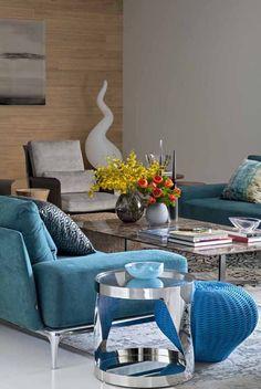 Tons energizantes no lar do jovem casal Projeto equilibra base neutra a mix de cores
