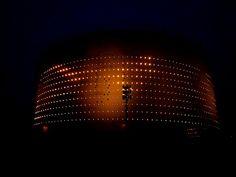 #lähiöhelvetti eli puhtoinen lähiöni: Valotaidetta öljysäiliö 468, maagisella Kruunuvuorenrannalla Helsinki, Sweet Home, Lighting, Home Decor, Decoration Home, House Beautiful, Light Fixtures, Room Decor, Lights