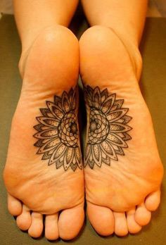 Feet tattoos have caught up among many and the best foot tattoo designs and ideas can perhaps help those who seem to be in a rut when the onus of choosing Flower Tattoo Designs, Tattoo Designs For Women, Tattoo Flowers, Tattoo Floral, Design Tattoos, Bild Tattoos, Body Art Tattoos, Yoga Tattoos, Foot Tatoos