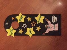 This simple Abraham door hanger helps kids remember that God keeps His promises!! Children glue stars and color their own Abraham!  Able to hang on the door, they are helpful reminder of your favorite Bible stories!