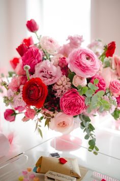 Birth Day QUOTATION – Image : Quotes about Birthday – Description Happy Birthday bouquet Sharing is Caring – Hey can you Share this Quote ! Rosen Arrangements, Floral Arrangements, Creative Flower Arrangements, Wedding Arrangements, Wedding Centerpieces, Wedding Bouquets, Wedding Flowers, Centerpiece Ideas, Pink Flower Centerpieces