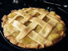 Homemade apple pie - see how I baked this wonderful apple pie with a pastry lattice top! http://howibake.com/2014/08/08/homemade-apple-pie-recipe/