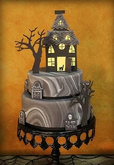 HALLOWEEN CAKE! I love the marble fondant