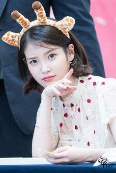 Look at that expression Scarlet Heart Ryeo Cast, Iu Short Hair, Best Female Artists, Korean Hair Color, Iu Fashion, K Idol, Pop Singers, Cute Korean, Her Music
