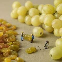 miniature photography and miniature art Against a tasty backdrop of pastries, fruit, and vegetables, photographers Pierre Javelle and Akiko Ida have created a series of humorous dioramas that depict miniature people going about their daily lives in an edible world. http://www.thisiscolossal.com/2014/01/miniature-food-minimiam/