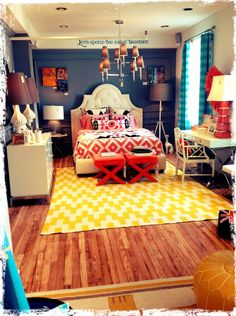 Colorful Bedroom Decorating Ideas Mixing Modern and Traditional Design Elements #mySOPHIAlife #decorating
