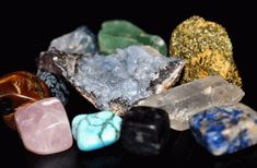 What is Sedimentary rock? What are the minerals and Gems that found in the Sedimentary rocks? Sedimentary rocks are types of rock that are formed by the Chakra Du Plexus Solaire, Crystal Shapes, Rocks And Gems, Geology, Reiki, Rose Quartz, Mother Day Gifts, Amethyst, Gemstones