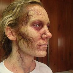 halloween special effects makeup Scary Makeup, Sfx Makeup, Costume Makeup, Zombie Face Makeup, Walking Dead Zombie Makeup, Zombie Halloween Costumes, Prom Makeup, Zombie Walk, Zombie Make Up