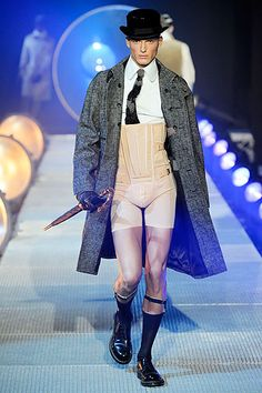 John Galliano Fall 2010 Menswear Fashion Show Collection: See the complete John Galliano Fall 2010 Menswear collection. Look 17 High Fashion, Fashion Show, Mens Fashion, Fashion Design, Weird Fashion, Dandy, Vintage Fashion 1950s, Vintage Dior, Vintage Circus