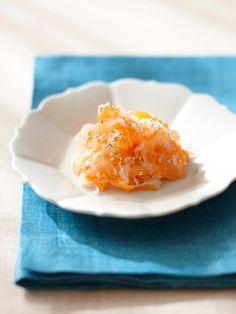 定番のなますを、柿とアガペシロップの優しい甘味で。だいこんの消化酵素は年末に弱った胃腸を元気にしてくれる!|『ELLE a table』はおしゃれで簡単なレシピが満載!