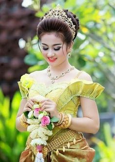 Five beauty tips for woman You should know - TheBestnChic Cambodian Wedding Dress, Asian Wedding Dress, Khmer Wedding, Beautiful Girl Photo, Beautiful Girl Indian, Beautiful Girl Image, Stylish Girl Images, Stylish Girl Pic, Bollywood Hairstyles