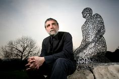 sculptor jaume plensa with 'kneeling shadow'