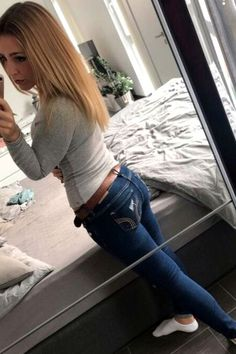 Blue Jeans Fall Outfit For Women - Want an new pair of Skinny Jeans to wear with your new fall outfits this year? Shop our collection of women's jeans and find all the hottest styles women's jeans online. Fall Jeans, Hollister Jeans, Women's Jeans, Blue Jeans, Skinny Jeans Damen, Perfect Jeans, Jean Outfits, Fall Outfits, Classy Outfits