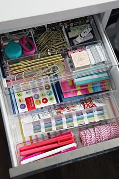 Awesome Home Office Organization Ideas | ComfyDwelling.com #PinoftheDay #awesome #home #office #organization #ideas #HomeOffice #OrganizationIdeas